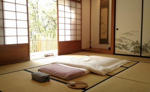 Ryokan en France avec futon mis en place pour massage du visage